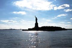 剪影自由女神像在纽约 免版税库存照片