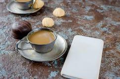 剪报咖啡包含曲奇饼杯子文件路径 免版税库存图片