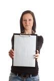 剪贴板空的前妇女年轻人 库存图片