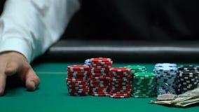 副主持人等待的更高的赌注包括金钱和物产,损失,不幸 股票录像