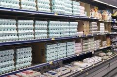 副食品商店牛奶店架子 库存照片