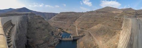 水力发电的Katse水坝能源厂全景在莱索托,非洲 免版税库存照片