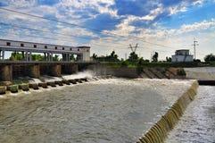 水力发电站的水坝 库存照片