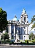 力大无比的纪念纪念碑和庭院在贝尔法斯特 免版税库存照片