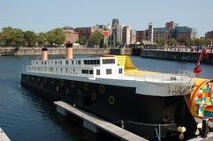 力大无比的酒吧船在阿尔伯特船坞 免版税库存照片