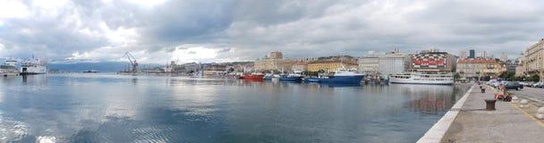 力耶卡,克罗地亚港口的全景图片  库存图片
