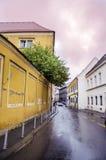 力耶卡,克罗地亚-典型的小镇大街在克罗地亚 免版税图库摄影