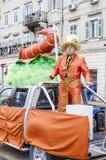 力耶卡,克罗地亚- 3月02 :人参加与他的汽车每年狂欢节队伍力耶卡,克罗地亚 免版税库存照片