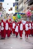 力耶卡,克罗地亚- 3月02 :每年狂欢节队伍的青年人参加者人群在力耶卡, 2014年3月02日的克罗地亚 库存图片