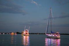 力量和风船参加Holida小船游行 免版税库存照片