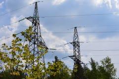 力量,电,塔,能量,天空,线,缆绳,电,定向塔,电压,高,导线,电子,传输,蓝色,钢, 免版税库存图片