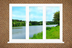 办公室全景窗口有看法向河 库存照片