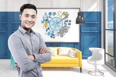 办公室和蓝色目标的亚裔人 库存照片