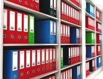 办公室在书架的圆环包扎工具 免版税库存图片
