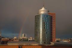 办公室塔和彩虹 免版税库存图片