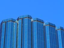 办公室塔和蓝天在埃德蒙顿亚伯大 免版税库存图片
