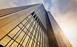 办公室塔在黎明 免版税库存图片