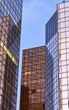 办公室塔被反射的颜色 免版税库存照片
