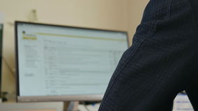 办公室工作者工作在计算机 影视素材