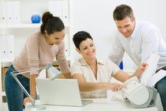 办公室工作者工作 免版税库存照片