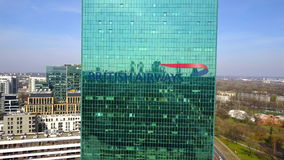 办公室摩天大楼空中射击有英国航空公司商标的 编译的现代办公室 社论3D翻译 库存照片