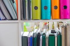 办公室文章/文件夹 免版税库存照片