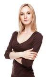 办公室样式的白肤金发的妇女 免版税库存照片