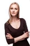 办公室样式的白肤金发的妇女 免版税图库摄影