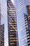 办公室耸立玻璃门面巴黎La国防产业区 库存照片