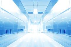办公室走廊门玻璃 免版税库存照片