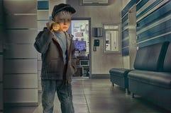 办公室治安警卫的男孩与手电 免版税库存图片