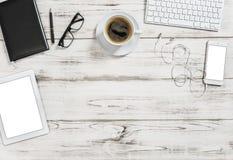 办公桌咖啡片剂流动商业背景舱内甲板位置 免版税图库摄影
