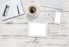 办公桌片剂个人计算机笔记本咖啡舱内甲板位置 库存图片