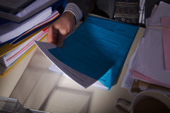 办公桌的商人 免版税库存照片