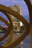办公楼和雕塑在阿尔巴尼, NY 免版税库存照片