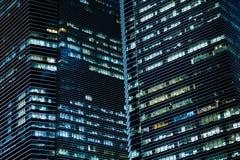 办公楼夜 免版税库存照片