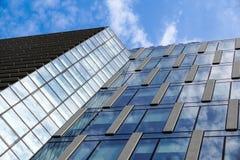 办公楼现代蓝色玻璃墙 库存照片