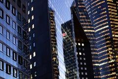办公楼门面巴黎La国防产业区 免版税库存图片