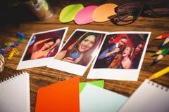 办公用品和空白的立即照片大角度看法的综合图象  库存照片