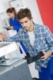 办公设备的维护 免版税图库摄影