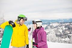 加上在多雪的山的雪板 免版税库存图片
