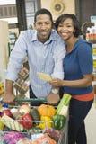 加上在超级市场走道的买菜 免版税图库摄影
