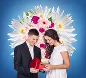 加上红色心形的礼物盒 免版税图库摄影