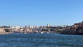 加亚新城看法在波尔图的沿杜罗河河在葡萄牙 免版税库存图片