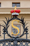 加冠在入口到Salmovsky宫殿在布拉格,捷克语 库存图片