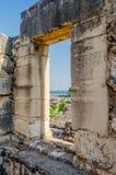 加利利海看法从古老犹太教堂的在迦百农,以色列 库存照片
