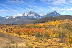 加利福尼亚东部山脉秋天颜色,山,天空 免版税图库摄影