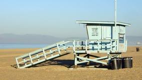加利福尼亚在海滩的救生员立场 库存照片