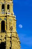 加利福尼亚塔和月亮 免版税库存照片