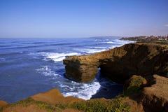 加利福尼亚峭壁海岸线 免版税库存图片